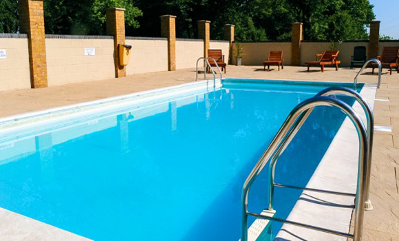 Caravan sites in kent campsites in kent camping sites in for Hire a swimming pool for the garden